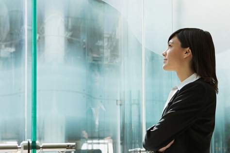 businesswoman-looking-up